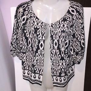 Dressbarn Black & white pattern top. Size 14.